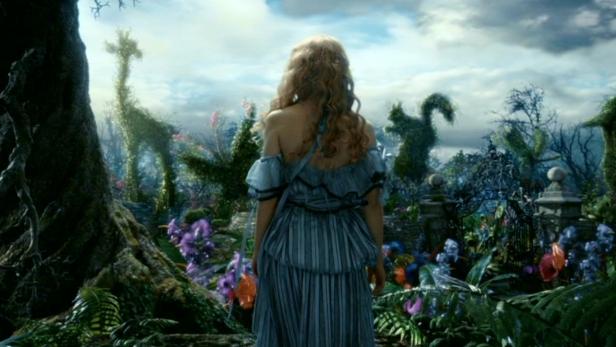 Tim-Burton-s-Alice-In-Wonderland-alice-in-wonderland-2010-13677604-1360-768